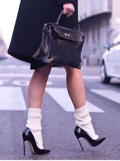 Sock are gorgeous, stylish fashion portion which get ideal for fashionable boulevard design style along with skirts and pants as soon as the weather conditions are freezing. Fashion Socks, Fashion Outfits, Fashion Mode, Womens Fashion, Alternative Rock, Frilly Socks, Mode Editorials, Socks And Sandals, Heels With Socks