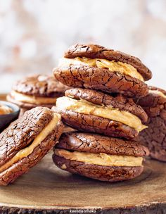 Brownie sandwich cookies with walnut cream Baking Recipes, Cake Recipes, Dessert Recipes, Sweet Little Things, Sweet Bakery, Peanut Butter Recipes, Dessert Drinks, Sandwich Cookies, Food Cakes