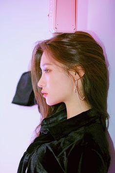 Pin by mohd firdaus on Awesome in 2020 Kpop Girl Groups, Korean Girl Groups, Kpop Girls, Korean Beauty, Asian Beauty, Jung Chaeyeon, Kim Chungha, Ulzzang Korean Girl, Ioi