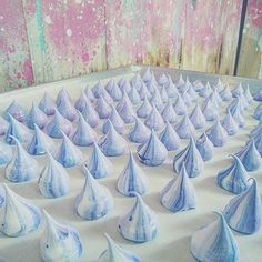 Unicorn-blue meringue kisses that look almost too precious to be eaten . . . . #littledrizzlesg #projectatrios #sgbakes #sgbakery #sgbaker #sgbakers #sgbake #bakersofsgp #sgcakes #sgcake #sgdessert #chiffoncake #cake #cakestagram #dripcake #cakedecorating #cakeart #cakedesign #sgfoodies #igsg #sgfood #whati8today #eatoutsg #ombre #blue #purple #hues #meringue #kisses #cute (at Little Drizzle)