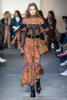 Etro Fall 2019 Ready-to-Wear Fashion Show - Vogue Urban Fashion, Diy Fashion, Love Fashion, Runway Fashion, Fashion Show, Autumn Fashion, Fashion Design, Fashion Stores, Fashion Edgy