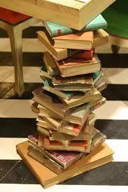 libros apilados - Buscar con Google