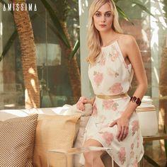 Floral + Brilho: Que tal investir no vestido Leila para arrasar nas festas de fim de ano? O detalhe de paetês na cintura valoriza a silhueta do corpo.   SHOP NOW: http://www.amissima.com.br/