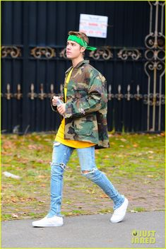 justin bieber and sofia richie are reportedly still talking remain close friends 01