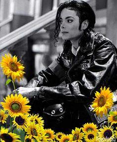 """""""Somos fãs de Michael Jackson, o Rei do Pop e o maior astro que já existiu. Dedicamos-lhe este Blog à expressão do nosso amor e em nome de todas as fãs que o amam. Ao cantor e sua música, ao d…"""
