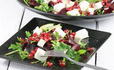 Najlepsza sałatka z burakiem i rukolą oraz dodatkiem fety. Dodatkowo przyozdobiona owocem granatu. Idealny pomysł na pyszny i zdrowy obiad czy kolację. Szybki i łatwy przepis, sprawdź! Tzatziki, Gluten Free Recipes, Cobb Salad, Feta, Potato Salad, Food And Drink, Bob, Favorite Recipes, Cheese