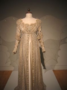 I've always loved this dress. I love vashion through the ages, the time and detail of older pieces amaze me. If you can believe it this dress, from the film, Ever After, was put together last minute in just a few days by one person.
