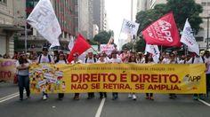 Marcha em Curitiba pelos direitos trabalhistas dos educadores, conforme a Constituição Federal de 1988.