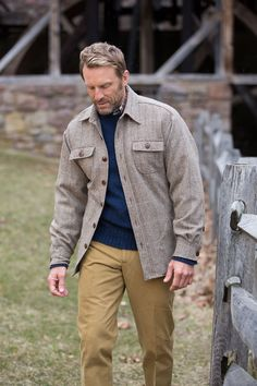 Part over shirt, part jacket, the Bills Khakis Kenilworth Jacket throws on over a sport shirt or sweater with sartorial ease. Pair with our Original Twill Khakis.