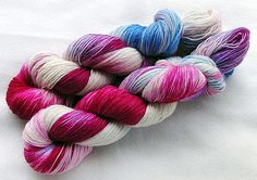 Handdyed SockYarn 75 Wool 25 Polyamid 100g 3.5 oz. Nr. 909 by Piratenwolle (affiliate link)