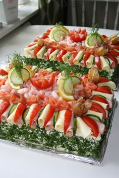 Party Sandwiches, Sandwich Cake, Caprese Salad, Pasta Salad, Appetizer Recipes, Appetizers, Grazing Tables, Buffet, Sushi