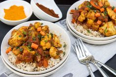 Easy Indian: Skinny Chicken Tikka Masala Easy Indian: Skinny Chicken Tikka Masala- includes recipe f Chicken Tikka Masala, Indian Chicken, Indian Food Recipes, Healthy Recipes, Weeknight Recipes, Crockpot Recipes, Yummy Recipes, Free Recipes, Masala Spice
