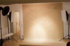 Studio photo and lighting setup with Strobe, Softbox and Beauty Dish by Nico Socha (1/160, f8, ISO: 100)