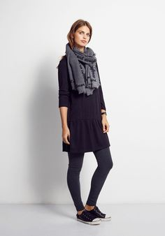 This loose fitting, dropped waist dress by hush is easy to wear for an effortlessly polished look. Team with tights and a fedora for seasonal style.