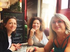 Rencontre de Murièle Roos fondatrice et éditrice du magazine @femme_majuscule et de Beatrice @bouchine  Bel accueil de toute l'équipe de rédaction... Sympathique discussion à la pause déjeuner... L'engagement de Murièle est énorme pour nous toutes!!! Je vous parlerai bientôt de cette rencontre   #femmemajuscule #quadra #quinqua #50ans #40ans #blogueuses #magazine #redaction #edition #happy #paris #rebelles #re-belles #re-belle #noussommesla #ilfautcompteravecnous #quinquapower #quadrapower…