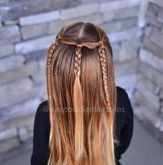 5 minute half up style. This can easily be adapted for a toddler that has very s. - 5 minute half up style. This can easily be adapted for a toddler that has very short hair, just don& braid the strands after you split… Source by Ankara Nakliyat Easy Toddler Hairstyles, Baby Girl Hairstyles, Cute Hairstyles, Braided Hairstyles, Toddler Braids, Hairstyle Ideas, Toddler Hair Dos, Modern Hairstyles, Wedding Hairstyles