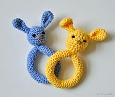 Plush Bunny Teething Ring (free crochet pattern and step-by-step photo tutorial!). Quick and easy to make, perfect gift to tuck into baby's first Easter basket! // www.maybematilda.com