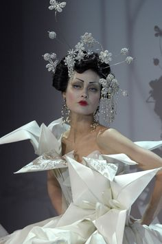Christian Dior   Spring 2007 Couture   Shalom Harlow in a fantastical sparkly world hovering above her head