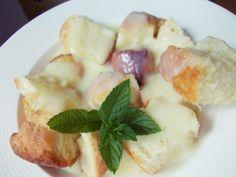Recept na Buchtičky s pudinkovým krémem (bez vážení). Recept na oblíbený sladký oběd, buchtičky s vanilkovým krémem, při jehož přípravě odměřujeme suroviny hrnkem a lžící.