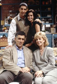 The Gellers ~ Friends: Season 1 - Episode 2 'The One With the Sonogram at the End' ~ David Schwimmer as Ross Geller, Courteney Cox as Monica Geller, Christina Pickles as Judy Geller, Elliott Gould as Jack Geller ~ #friendsseason1 #friendstvshow #friendstvseries