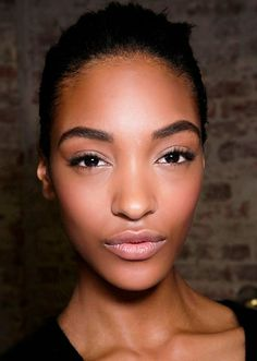 Find out about the latest makeup trends, new celebrity makeup looks, and beauty tips right here. Regrow Eyebrows, Tweezing Eyebrows, Threading Eyebrows, Latest Makeup Trends, Beauty Trends, Beauty Hacks, Beauty Tips, Eyebrow Growth Serum, Celebrity Makeup Looks
