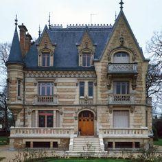 Manoir Blésois Adresse : 30, allée Saint-Gilles, Vaucresson, France DatationXIXe siècle