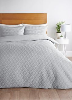 Geometric Pinsonic Duvet Cover – Light Grey – Matalan