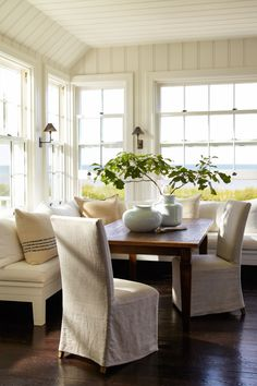 Beautifully Seaside / formerly Chic Coastal Living: Hamptons Beach House: A Wainscott Beauty Kitchen Banquette, Dining Nook, Kitchen Nook, Banquette Seating, Sunroom Dining, Corner Banquette, Sunroom Furniture, Kitchen Seating, Big Kitchen