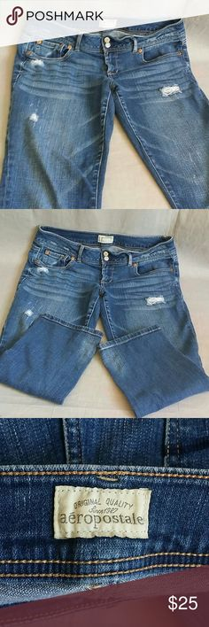 """Aeropostale Capris Pants 11/12 Denim Item is in a good condition, NO PETS AND SMOKE FREE HOME. Measurements WAIST 17"""" flat, inseam 23"""" Aeropostale Pants Capris"""