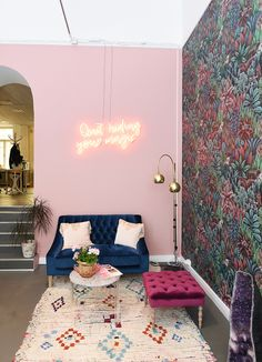 On Friday we visited the best cafes in Helsinki and today I thought about introducing you to my favorite boutique city. Beauty Salon Decor, Beauty Salon Interior, Living Room Designs, Living Room Decor, Bedroom Decor, Home Salon, Salon Interior Design, Aesthetic Rooms, Aesthetic Sense