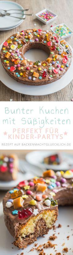 Kunterbunt, lustig, köstlich: Der perfekte Kindergeburtstagskuchen! Basis des Geburtstagskuchen-Rezepts ist ein saftiger Marmorkuchen, der mit Süßigkeiten verziert wird