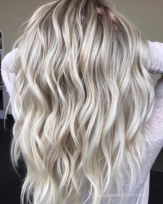 beautiful wavy blonde hair
