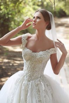 $249-Lace Applique Beaded Ball Gown Wedding Dresses Off-shoulder Retro Court…