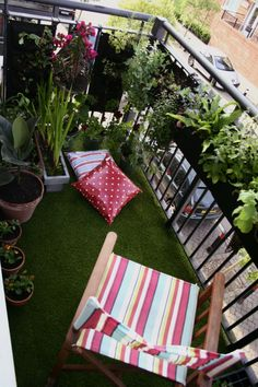 balcon fausse pelouse plante