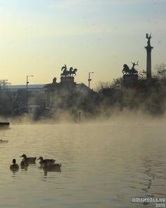 Városliget. #park #lake #ducks #monument #fog #budapest #városliget #canonhun #november #lights #dslr #canonphotography #latergram #oriandras