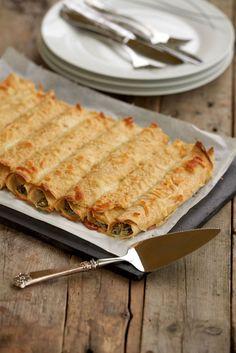 8 sunne pannekakeoppskrifter - til frukost, lunsj og middag! - LINDASTUHAUG Cottage Cheese, Bacon, Bread, Food, Spinach, Food Food, Brot, Essen, Baking