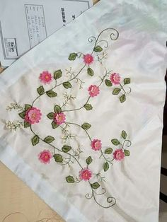 Crewel Embroidery, Embroidery Patterns, Strawberry Infused Water, Arts And Crafts, Diy Crafts, Free Machine Embroidery Designs, Birthday Cookies, Rococo, Cool Diy