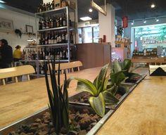 En el@MercadodeRicpodrás comprar productos de alimentación propios de los puestos de un Mercado, (panadería, frutería, charcutería, encurtidos y salazones, vermutería y ultramarinos) y degustarlos en el momento disfrutando de un agradable ambiente.