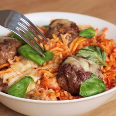 Tasty - Spaghetti Meatball Bake (via Proper Tasty) Pasta Recipes, Beef Recipes, Dinner Recipes, Cooking Recipes, Healthy Recipes, Spaghetti Recipes, Meatball Recipes, Tasty Videos, Food Videos