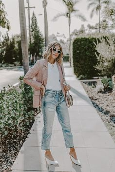 f5a149c0f542 Finding alternatives to dressing while in the early stages of pregnancy.  Camilla of Navy Grace