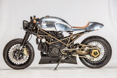 Andreas Fraefel of Motobene in Switzerland built and incredibly cool Ducati Monster Café Racer. Check out this beautiful custom Ducati Monster. Ducati Cafe Racer, Cafe Racers, Moto Ducati, Moto Bike, Moto Guzzi, Ducati Scrambler, Ducati Monster 1000, Vintage Cafe Racer, Retro Cafe
