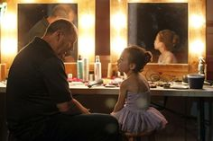 """Jay helps Lily get ready for her dance recital on the season finale of Modern Family. """"Baby on Board"""" is the episode of the show's. Modern Family Memes, Modern Family Episodes, Aubrey Anderson, Morden Family, Phil Dunphy, Donna Paulsen, New Girl Quotes, Tv Show Music, Modern Family"""