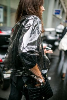 They Are Wearing: Paris Fashion Week Women's Spring 2018 - Oalex - Modetrends Fashion Week Paris, Winter Fashion, Street Style Summer, Street Style Looks, Street Style Women, Urban Fashion, Trendy Fashion, Fashion News, Style Fashion