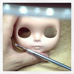 Carving all day long...#erregiro #blythe #doll #custom #erregirodolls