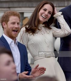 Kate Middleton Photos - Prince Harry and Catherine, Duchess of Cambridge host a tea party in the grounds of Buckingham Palace to honour the children of those who have died serving in the armed forces on May 2017 in London, England. - Party at the Palace George Et Charlotte, Princess Charlotte, Kate Middleton Photos, Kate Middleton Style, Prince William And Catherine, William Kate, Prince Harry, Windsor, Duchesse Kate