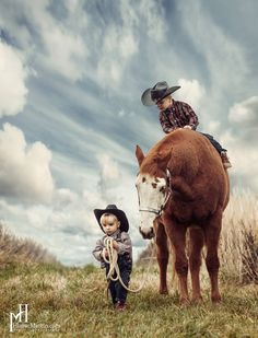 Aww love 💕 it Cowgirl And Horse, Cowboy Art, Horse Love, Animals For Kids, Animals And Pets, Cute Animals, Farm Pictures, Horse Pictures, Western Riding
