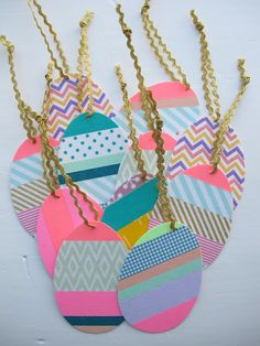 DIY Easter eggs with washi tape- It'd be neat to write fun activities on the back of these egg tags. Hide them and then once found, do the fun activity. Washi Tape Cards, Washi Tape Diy, Masking Tape, Duct Tape, Easter Arts And Crafts, Spring Crafts, Tapas, Tape Crafts, Diy Crafts
