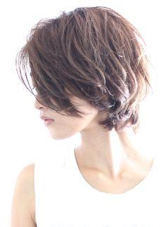 シルエットの綺麗な大人ショートパーマ|髪型・ヘアスタイル・ヘアカタログ|ビューティーナビ