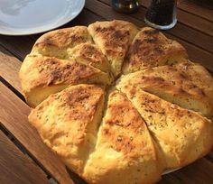Hurtig opskrift på madbrød til grill. Det er et skønt og nemt brød der går til det meste. Se opskriften på madbrød her.