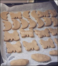 biscuiti dentitie Baby Food Recipes, Healthy Recipes, Pastry Cake, Raw Vegan, Biscuits, Sweets, Snacks, Cookies, Desserts